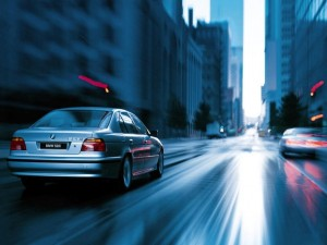 bmw-528i-en-la-ciudad-wallpapers_148_1024x768-300x225