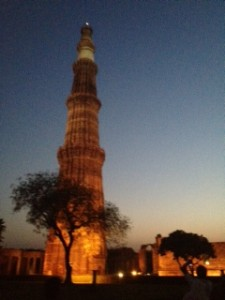 qutub-minar-night-225x300